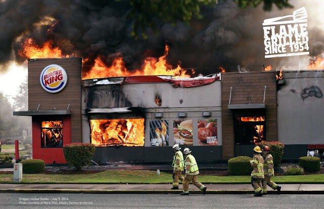 海外バーガーキングの広告、「お肉が直火焼であること」を訴求するために、実際マジで火事になった店舗の風景をポスターにしてて振り切り方が尋常じゃない