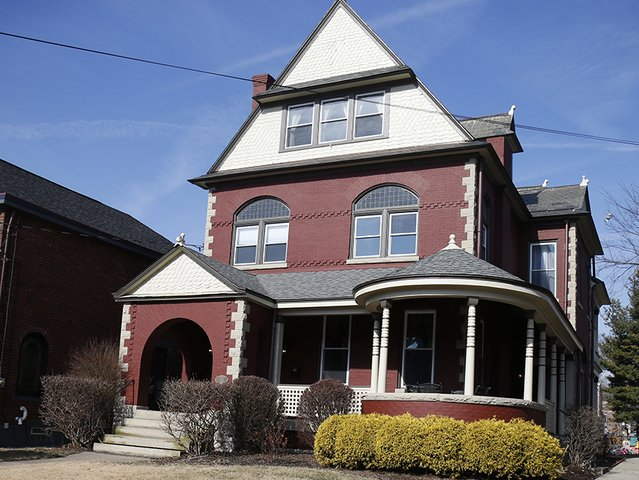Home Tour: This 1899 Queen Anne-Romanesque Revival beauty has been restored with love https://t.co/0wtAPrKaW3