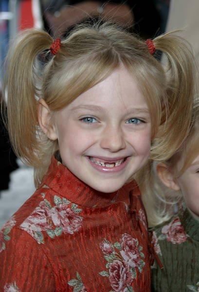 """Happy birthday Dakota Fanning!  A atriz de \""""I Am Sam\"""" e \""""A Guerra dos Mundos\"""" faz hoje 24 anos."""