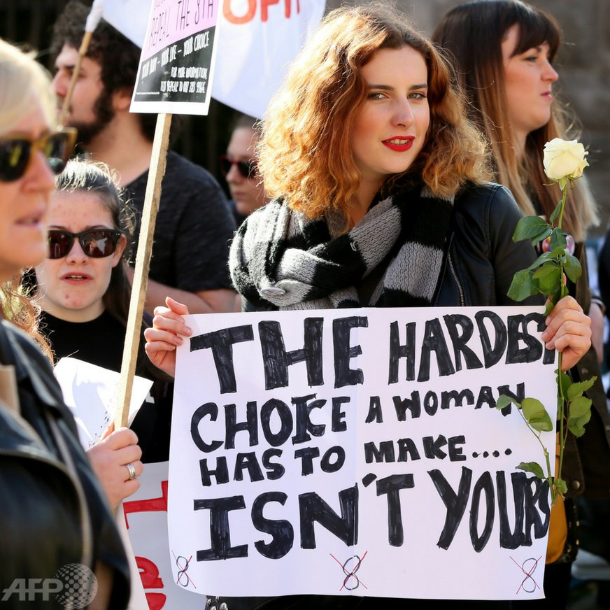 #WomensRights: #UK violates women's rights in #NorthernIreland because thousands of women & girls  there have to travel outside the country to procure a legal abortion or to carry their pregnancy to full term, which potentially amounts to torture-UN report https://t.co/uulYCvCzjV