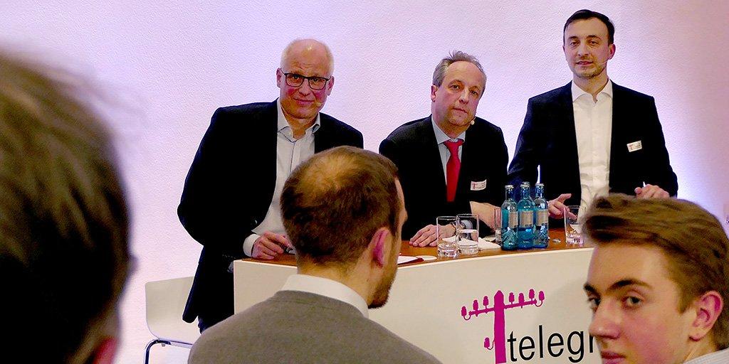 Social Media Post: Blog.#Telekom: Weihrauch trifft #WLAN. Highlights aus der #tlounge...