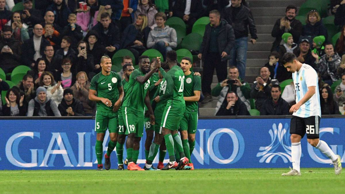 Old/experienced players❌ New goalkeepers❌ CHAN boy(s)✅  #Nigeria coach Gernot Rohr has ruled out bringing in new players to bolster his squad for the #WorldCup2018 in Russia.  'We have built a good environment for the team'  Read more👉https://t.co/7JlB2n7o4c