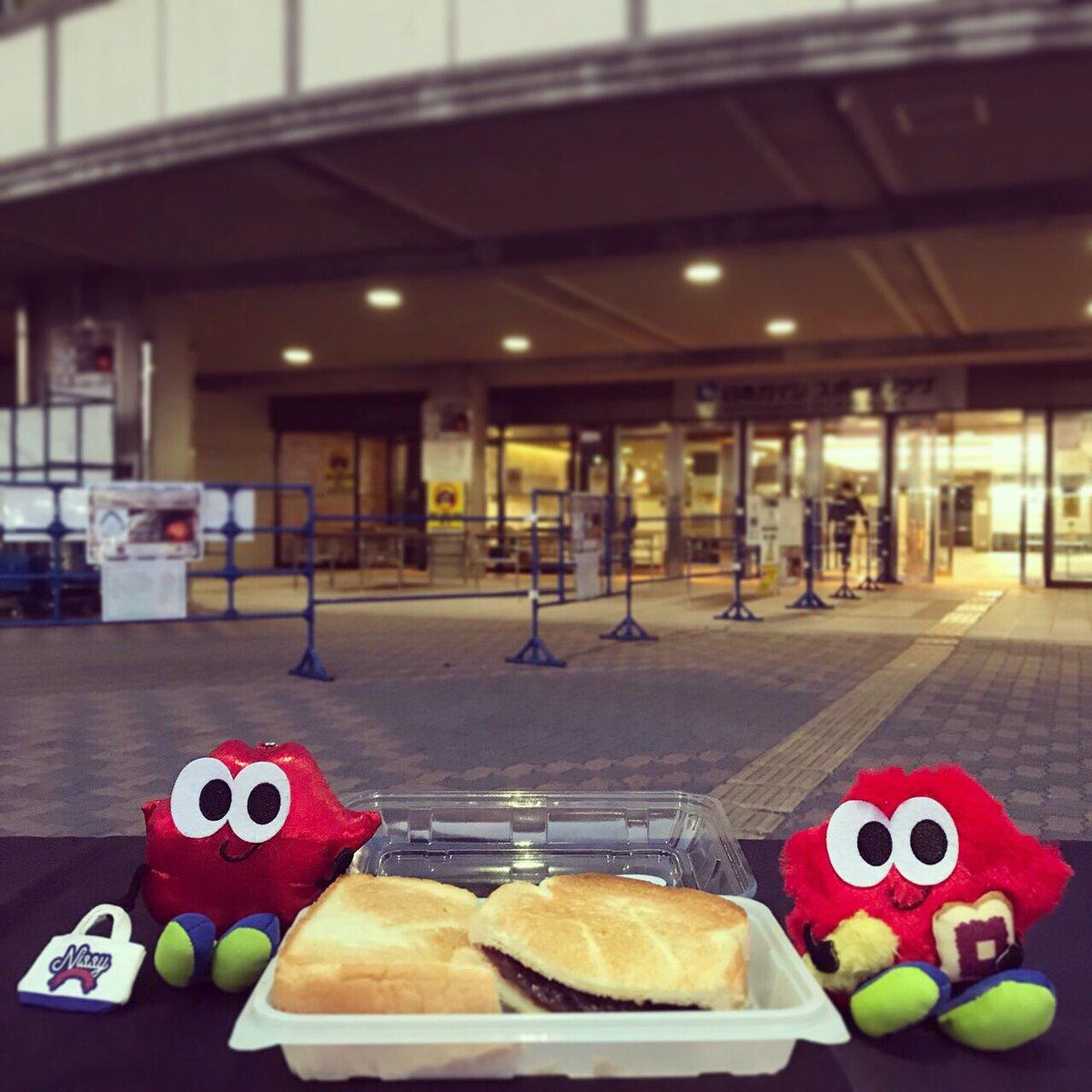 【#NissyEntertainment2ndLIVE】 #NissY #西島隆弘 #名古屋ついたがや #Lippyは会場で準備しながら #小倉トーストをもぐもぐ #でらうま #この後天むすも食べるかね