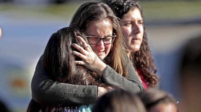 VIDEO. Floride: L'officier armé est resté devant le bâtiment pendant que le massacre se déroulait https://t.co/lqYpdxnDLW