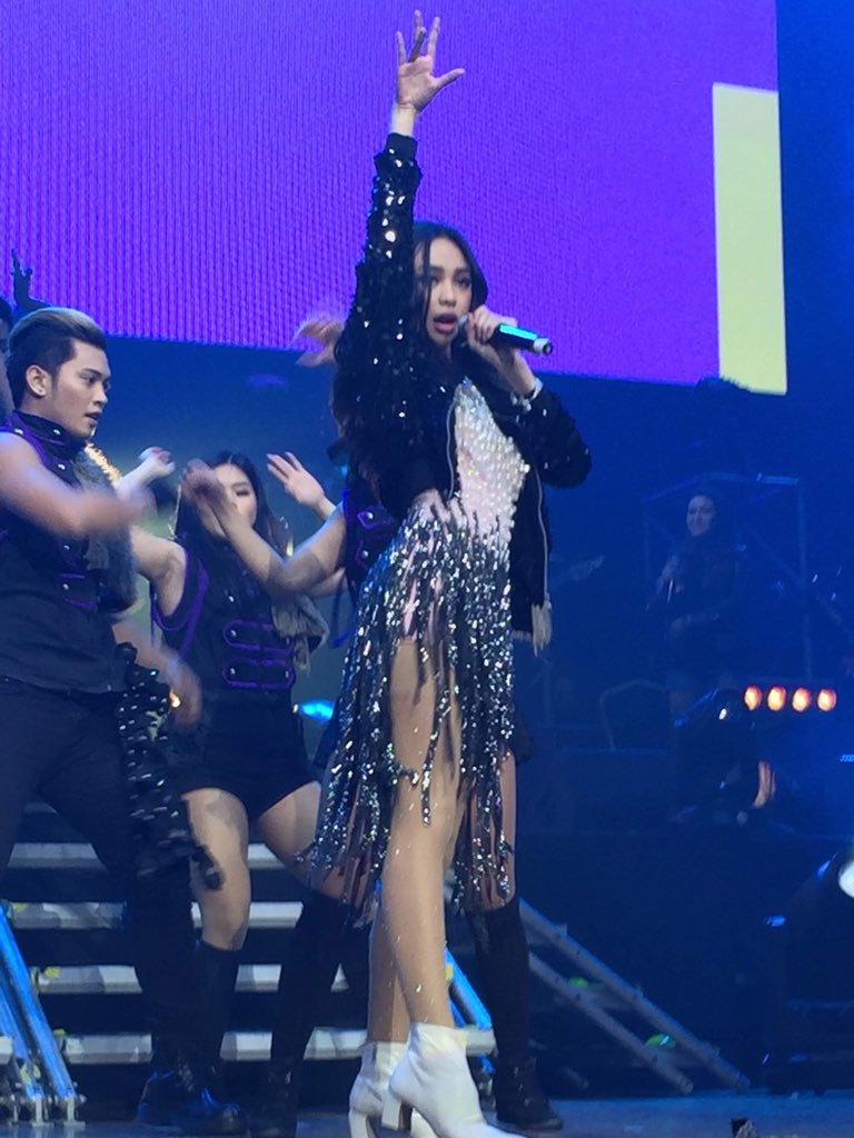 The crowd goes wild as Maymay Entrata performs 2NE1's 'I Am The Best' #MAYMAYLivingTheDream