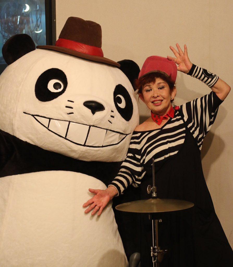 「パンダコパンダ」45周年記念公式シングルCD「亜土ちゃんとパンダコパンダ」も発売中! 水森亜土さんが45年ぶりに「パンダコパンダ」の主題曲をセルフカバー!  ご機嫌なパンダ・リズムがはじける楽しい1枚! ジャケットも水森亜土さんによる描き下ろしです。https://t.co/LPizQlv2Es #セガグループ