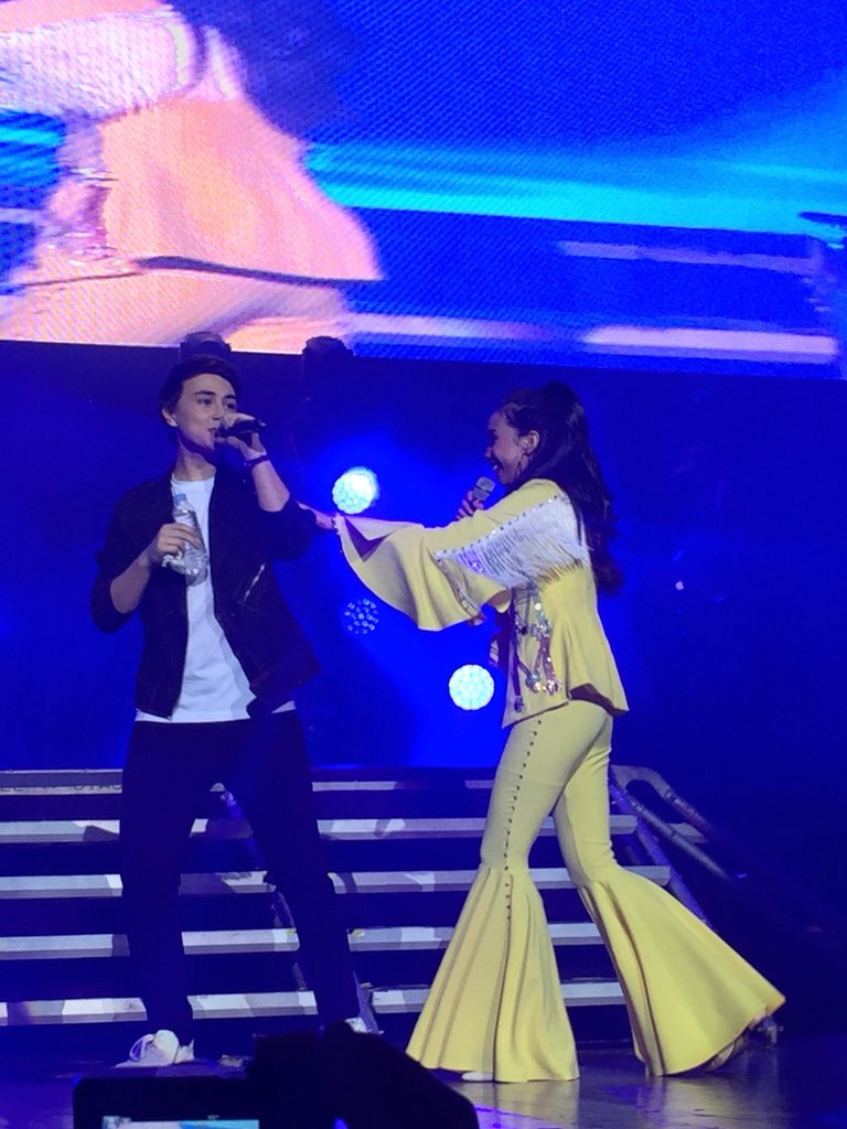 Kilig! Edward Barber wipes the sweat off @MarydaleEntrat5 face after the latter's performance with @4thImpactMusic! #MAYMAYLivingTheDream