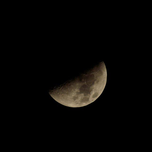 月 の 横 に 見える 星