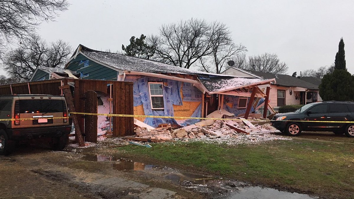 One child has been seriously injured.Four other people are also being treated in Dallas home explosion. DART buses are heading to the scene to assist with evacuations https://t.co/nvBbJeaUZG