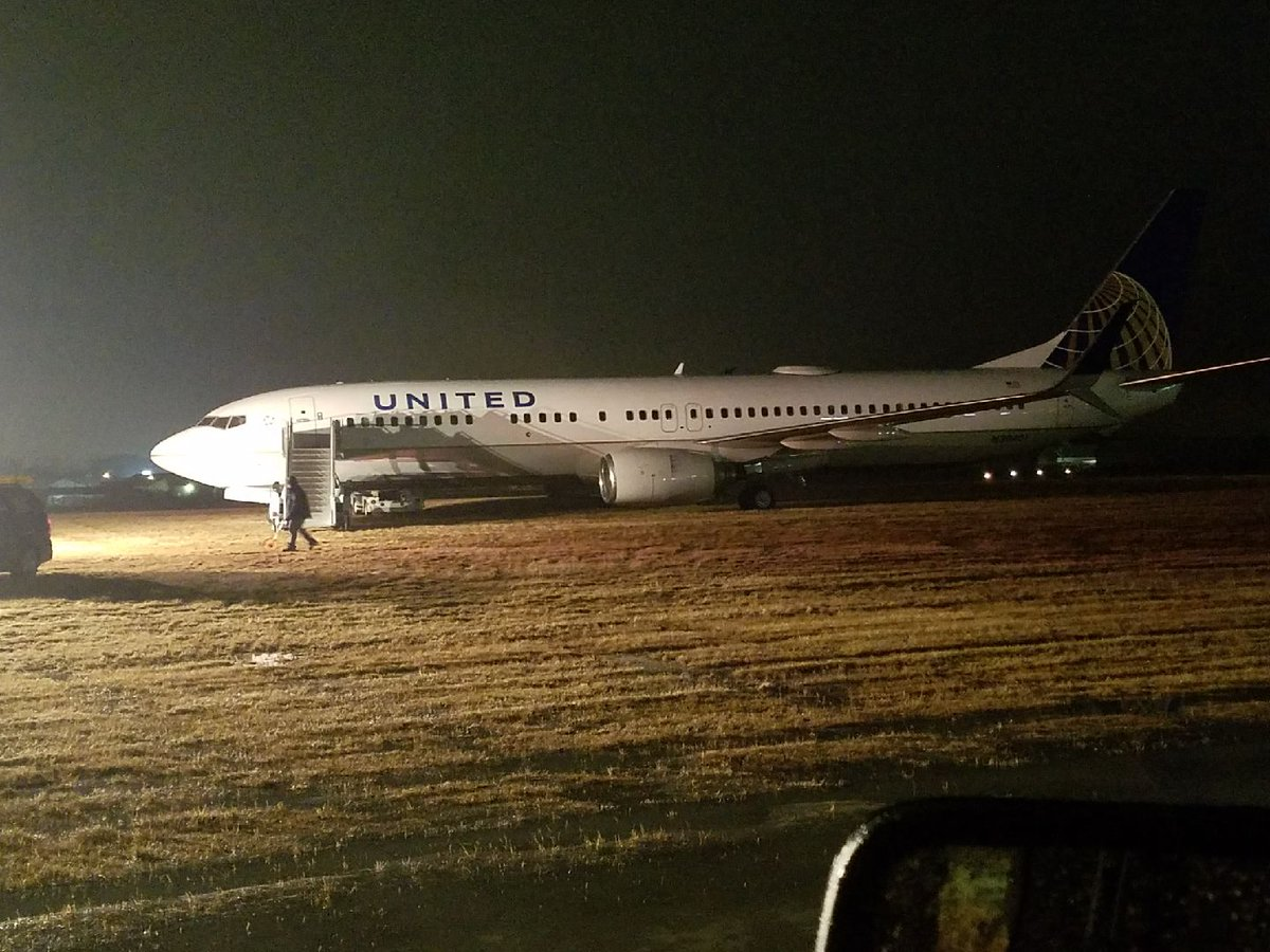United Airlines Plane Slides off Runway at Green Bay Airport