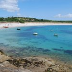 There are plenty of beaches to explore on Scilly. With so many stunning spots to choose from, it was hard to narrow down, but we've rounded up our top 5 here: https://t.co/UwUPkLforN Tell us your favourites…
