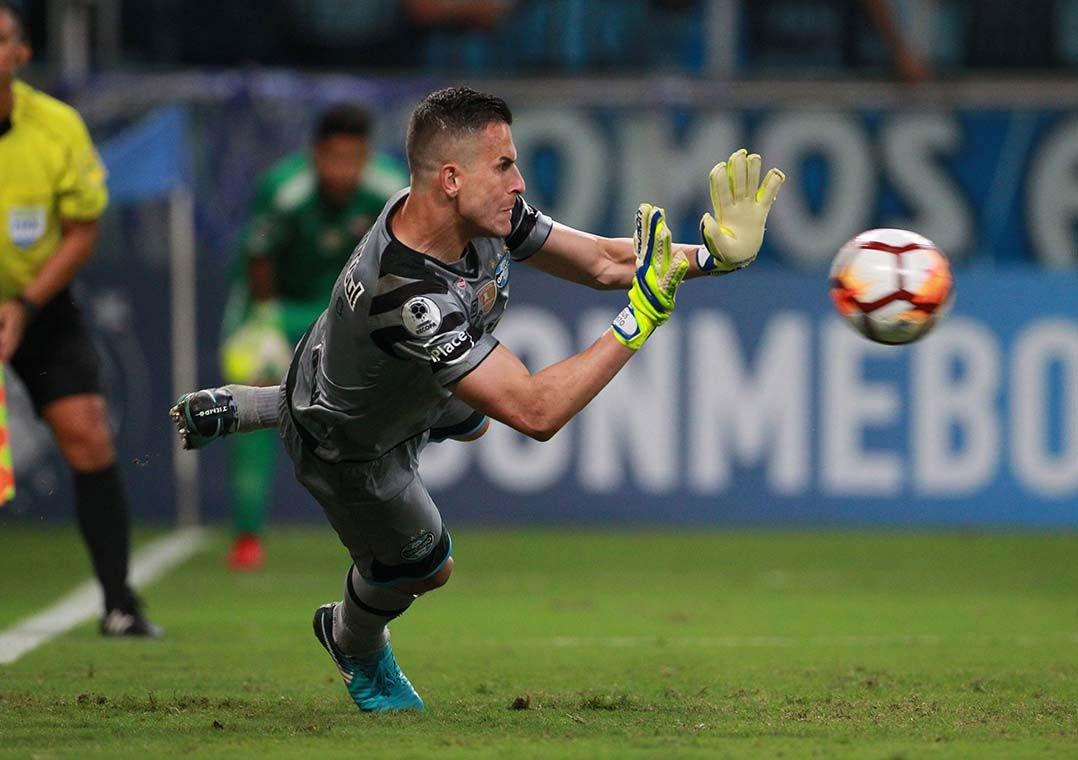 Herói do título da Recopa, Grohe exalta grupo do Grêmio. Goleiro mantém humildade e destaca que a vitória foi de todos os jogadores.