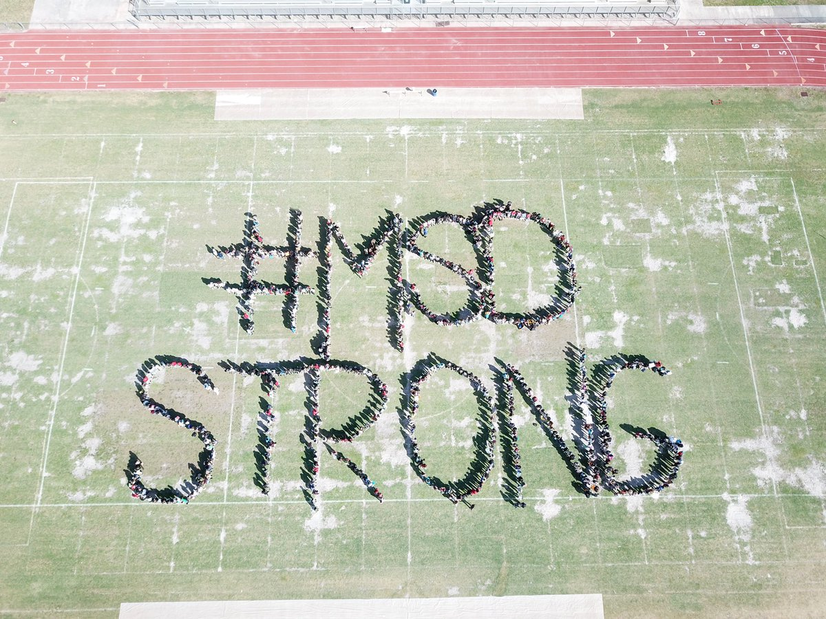 Students at nearby Deerfield Beach High School turned out today to send a special message to students at #MarjoryStonemanDouglasHigh: #MSDStrong