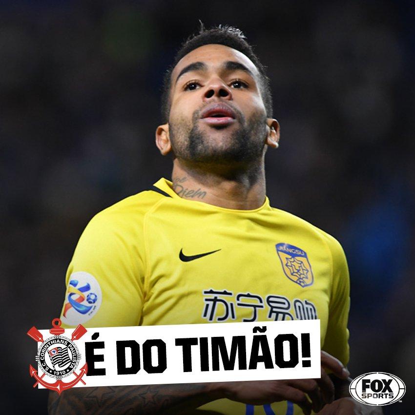 TUDO CERTO! Segundo @BlogdoQuesada, o meia-atacante Alex Teixeira, ex-Vasco da Gama e Shakthtar, fechou por empréstimo de 1 ano com o !@Corinthians O jogador estava na China.