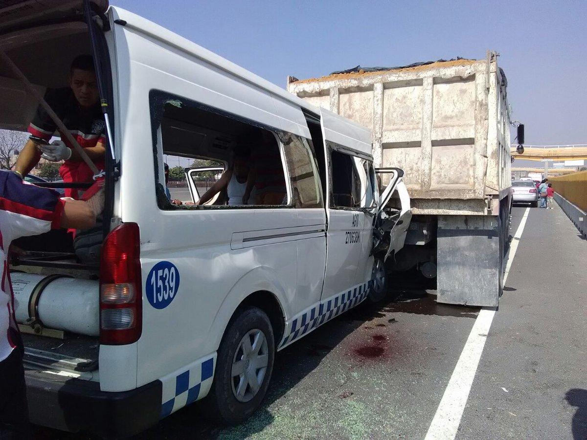Choque en la México-Puebla deja al menos 3 muertos