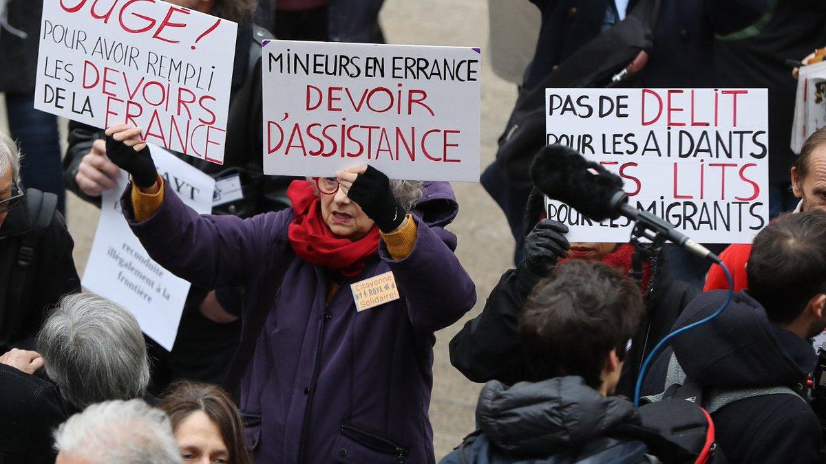 Nice : la justice suspend le renvoi de migrants mineurs en Italie https://t.co/v9eSc1eb02
