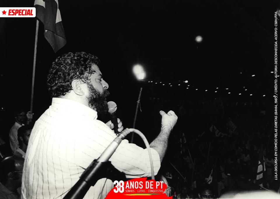 . @LulapeloBrasil discursa em comício pelas Diretas, na Bahia, em 1987. #tb #PT38Anos