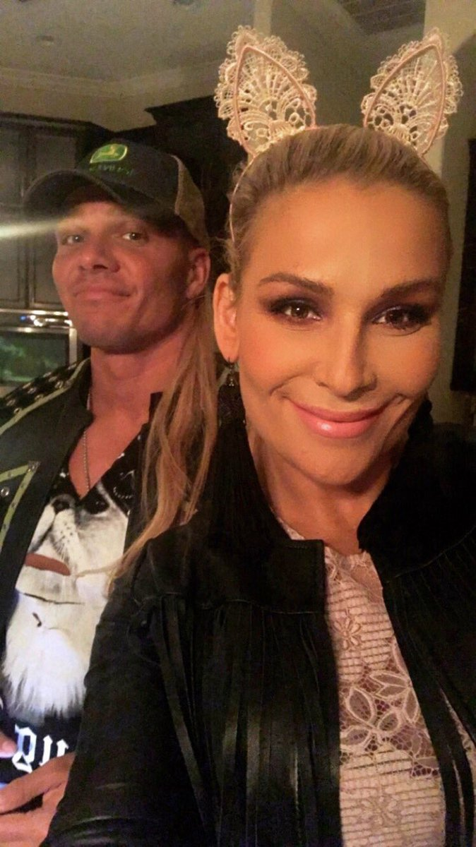 Yes @tjwilson has a slight mullet. (That's his ponytail .. not mine 👱�♀�) On route Clint Bobski @IAmJericho ⚡�