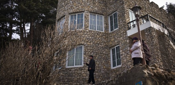 E ainda está aberta para visitação | Mansão da família de Kim Jong-un não está na Coreia do Norte https://t.co/hhzaM0Rppx