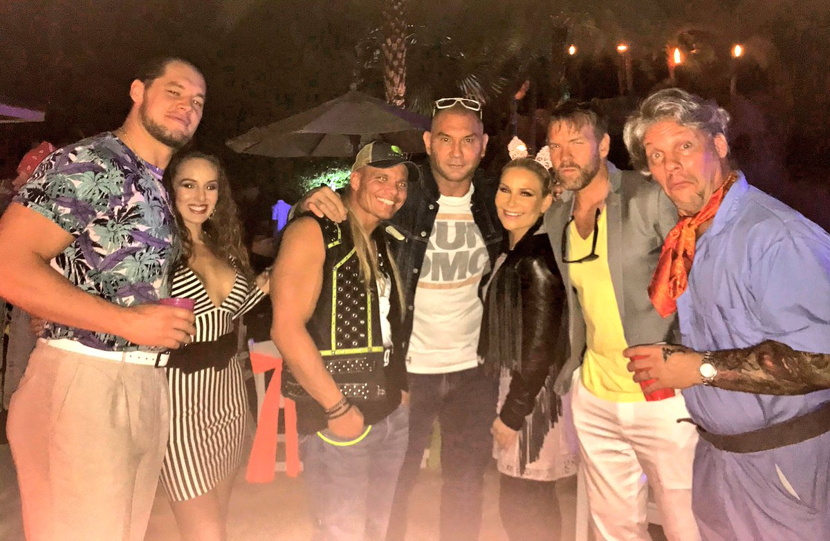 A great night, great friends and for a great cause! ... thanks @IAmJericho � We love a good 80's!🎈😹 #walktocurediabetes @BaronCorbinWWE @TJWilson @DaveBautista @Christian4Peeps