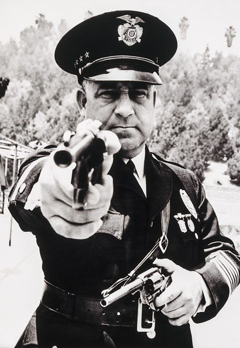 Corrupt Cop: James 'Two Gun' Davis, LAPD. The real Sin City: Crime and corruption in LA. Great feature on new book, Dark City: The Real Los Angeles Noir.  https://t.co/X2C1JxYARC  #Noir #LosAngeles #crime