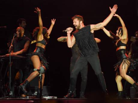 He had #Dubai going loco as #Latin superstar @ricky_martin closed the @dubaijazzfest with an energetic performance. Check out our review https://t.co/b25eLsGXS3