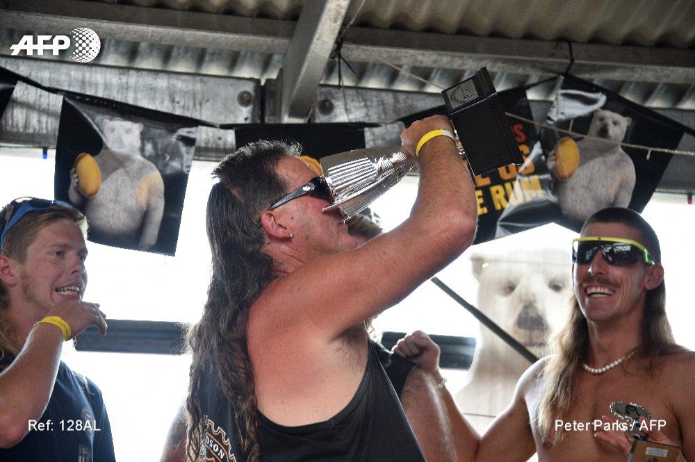 Sachez-le : l'Australie vient d'élire la plus belle coupe mulet du pays, lors du #Mulletfest, festival entièrement dédié à la 'nuque longue' #AFP