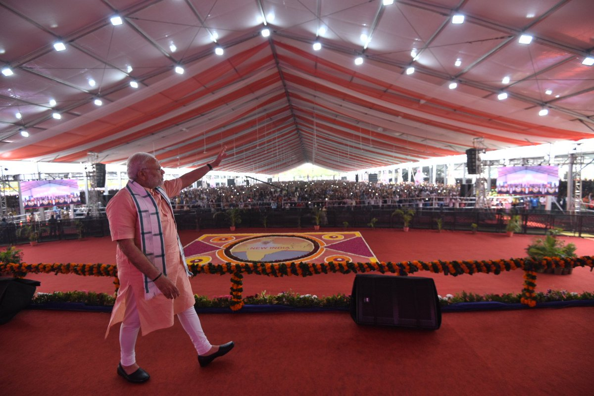 Delighted to be in Daman this afternoon. Touched by people's warmth and affection. The various development projects launched today will bring a qualitative difference in the lives of the people of Daman and Diu. https://t.co/nEHgL366VV