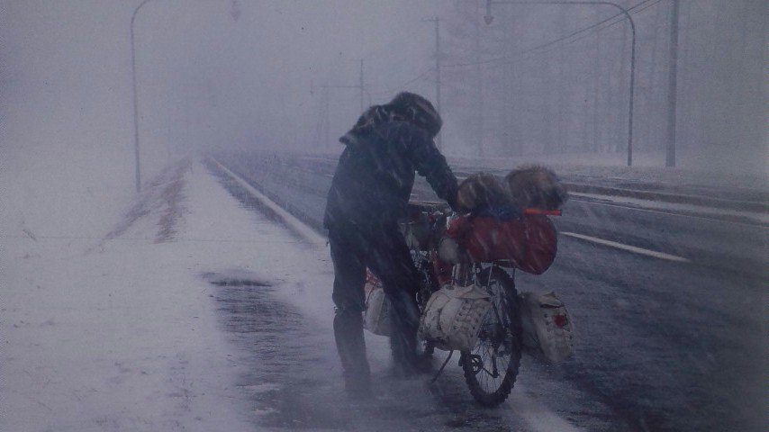 映画「白THEWHITE」3月11日。大阪シアターセブンにて。トーク&レイトショーです。ひさしぶりの劇場上映です。北海道の本格的な吹雪の世界を体験してみてください。たった一人のスペクタクル映画です。予約開始