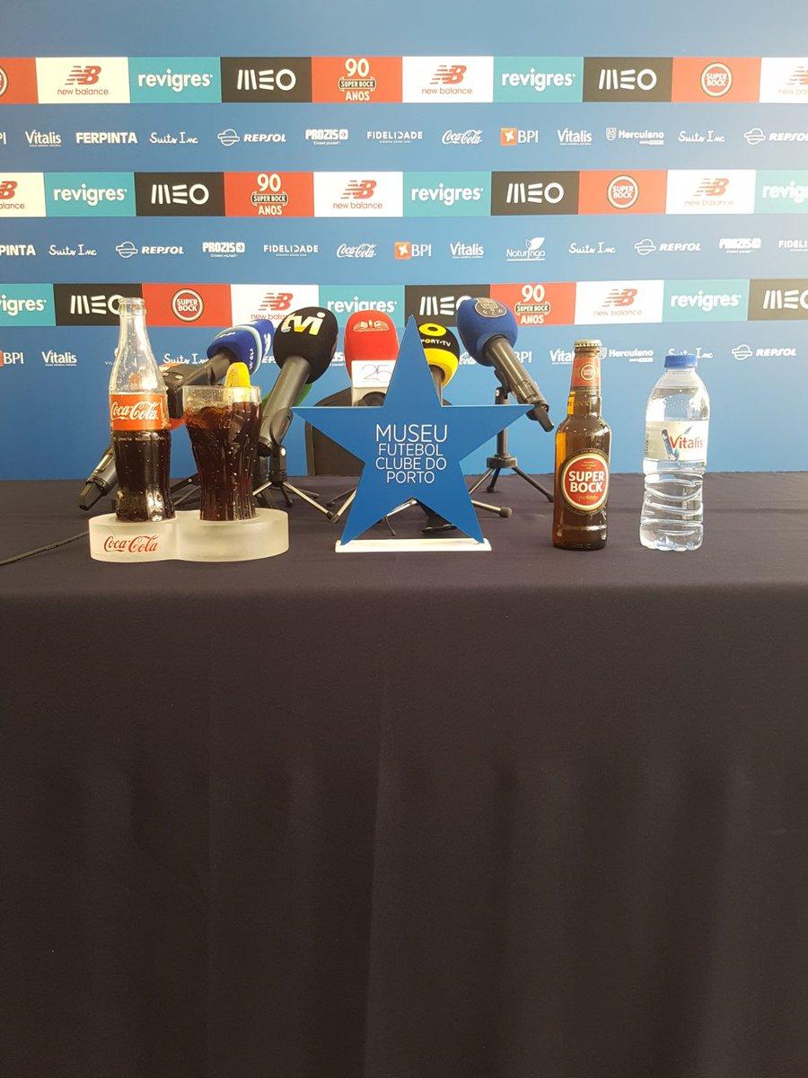 🎙 Vai começar daqui a pouco a conferência de imprensa de @CoachConceicao em Lagos. Antevisão do Portimonense SC-FC Porto, encontro relativo à 24.ª jornada da Liga 2017/18.   #FCPorto #PSCFCP