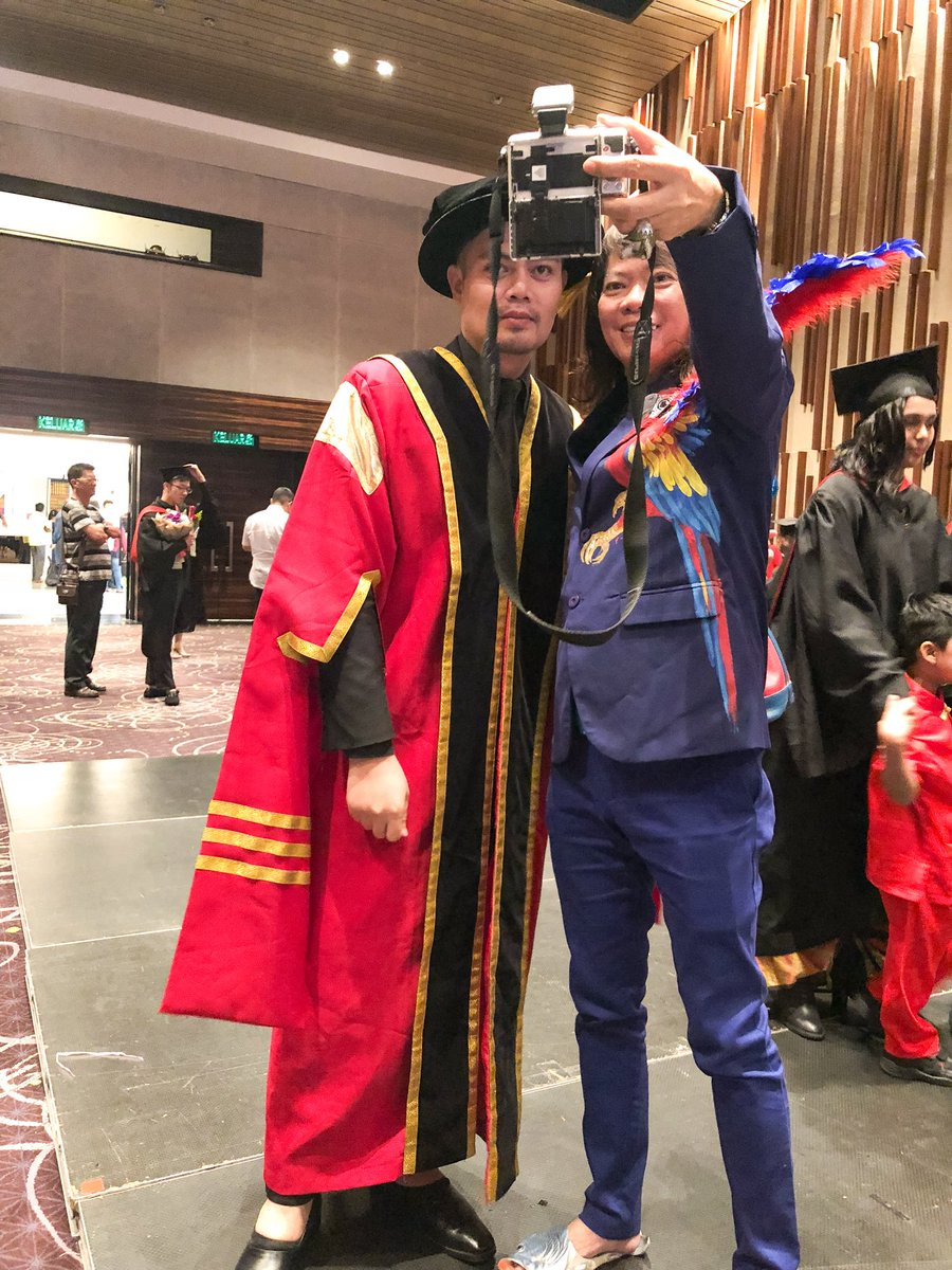 O Xrhsths Hazree Harris Sto Twitter With Dato Kee Hua Chee At Iftc International Academy Of Fashion Design Convocation Ceremony Fashion Show 2016 17 10th March 2018 Https T Co Cwntl72l21