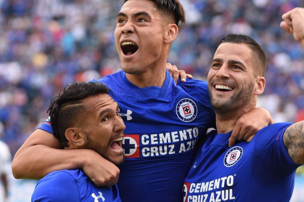 Después de 11 partidos (4 con Santos y 7 con Cruz Azul) llego la primera victoria de Caixinha en el Estadio Azul https://t.co/vyx2ycm4mx