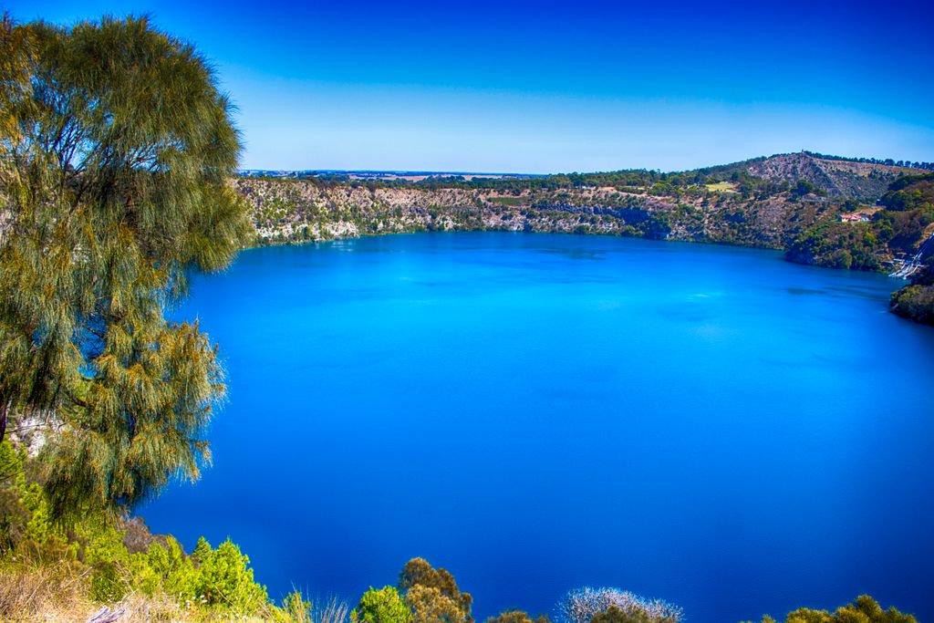 Αποτέλεσμα εικόνας για crater lake twitter blue waters