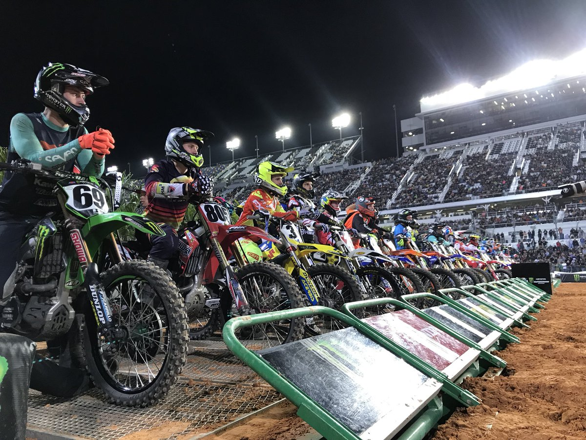 #450SX Main Event coming up next! You don't want to miss this! Tune in to @FS1! #DAYTONASX