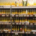 これがミカンの国の力だw愛媛のミカンジュースコーナーはワイン顔負けの品揃え!