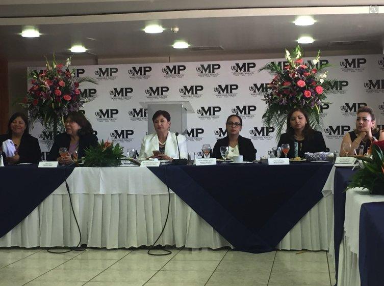 """La fiscal general, Thelma Aldana, informa que hay más investigaciones relacionadas con la Municipalidad de Guatemala y el alcalde Álvaro Árzu """"hay altas probabilidades"""" que se desvelen antes que Aldana deje el cargo. Vía: @evelynndeleon"""