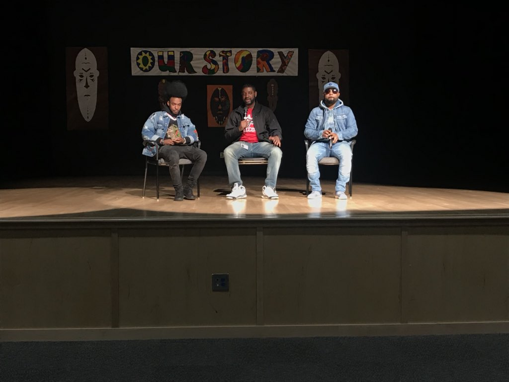 @MusiqSoulchild stopped by to chat with the @APSSylvanHills Golden Bears