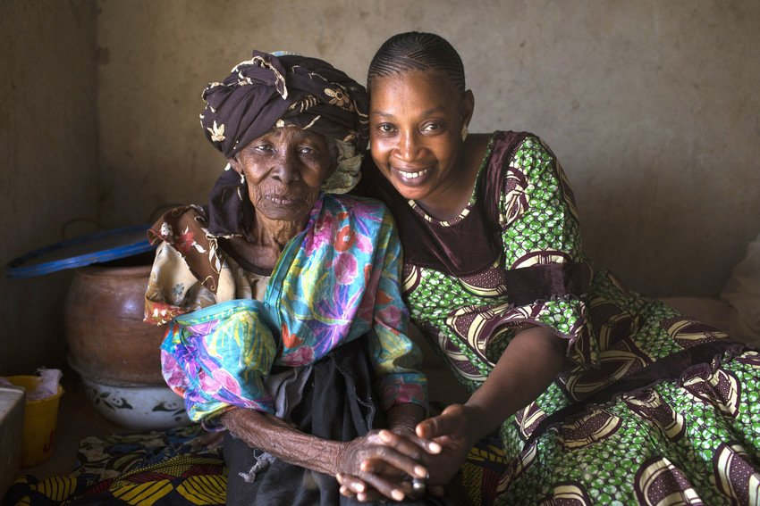 In this village in Mali, female genital mutilation was an initiation rite for young girls, as it is in many other parts of the world. Now, these mothers and grandmothers are creating lasting change to end #FGM > bit.ly/2Hap5Cd