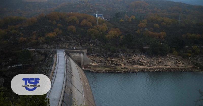 #Sociedade Há mais água nas barragens, mas ainda não chega https://t.co/xUOGuKikI1 Em https://t.co/MDmhqgtnSp