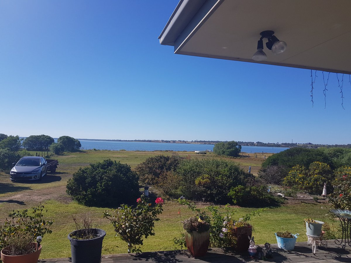 In beautiful #gippsland for our 7th wedding anniversay. Mid morning view from my mum and dad's patio #eaglepoint #paynesville #lakeking https://t.co/o8bPmpeoHo