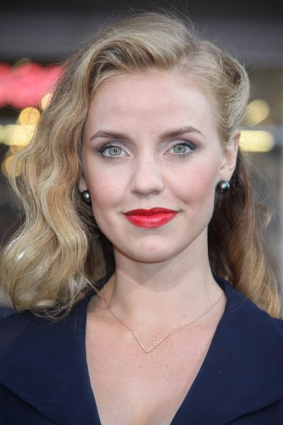 The Enemy Within - Kelli Garner Joins NBC Drama Pilot spoiltv.me/2oF6tCN