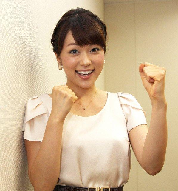 本田朋子両手ガッツポーズで可愛い笑顔