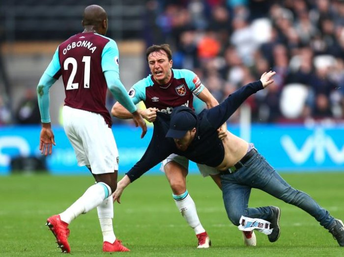 WHUFC vs Burnley -- March 9th, 2018 - Page 2 DX8OwxmX4AA83bV