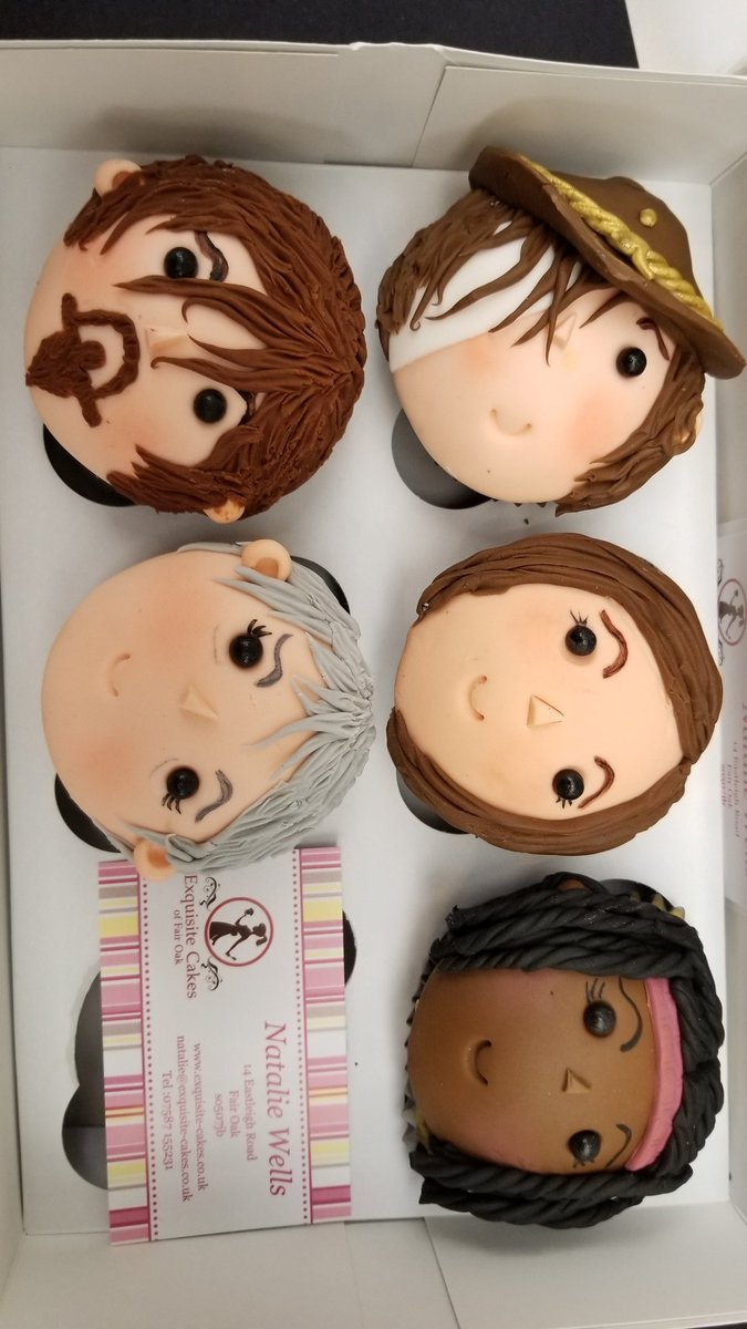 Look at these amazing cupcakes Natalie wells with exquisite cupcakes made. Thats Enid next to Carl. #WSCLondon