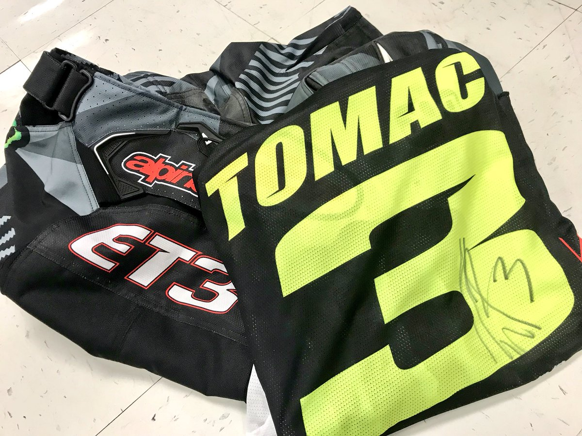 It's been an amazing afternoon of #DAYTONASX and we're getting ready for the main event!  RETWEET for your chance to win this @elitomac gear he wore for today's practice including an autographed jersey!  We'll pick a random winner tomorrow at 11:00 am ET!