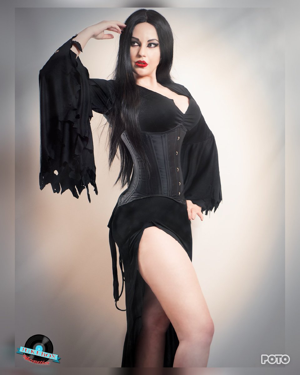Phoenix Spider on Twitter: Morticia Addams Photographer