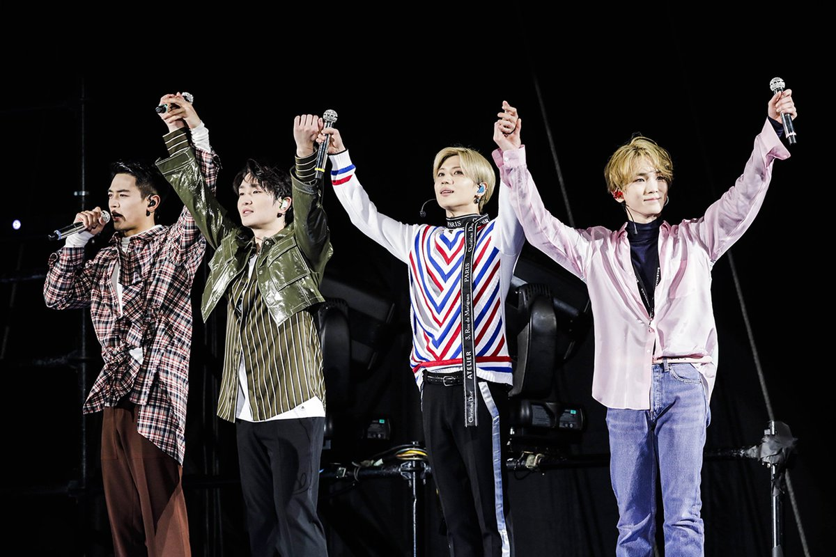 #SHINee successfully closed their Japan Dome concert for four consecutive years which gathered 180,000 people!  SHINee's 5th Japanese album '#FIVE', wins 'Best three albums' in Japan's 32nd Gold Disc Award!