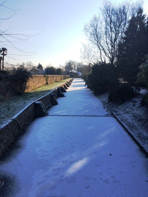 The Beast from the East has done it's stuff and frozen our moat. Not solid enough for skating yet though! Thanks Michelle for the pic! #snowiscoming #winterreturns #BeastFromTheEast @GuildfordTIC @SurreyLife
