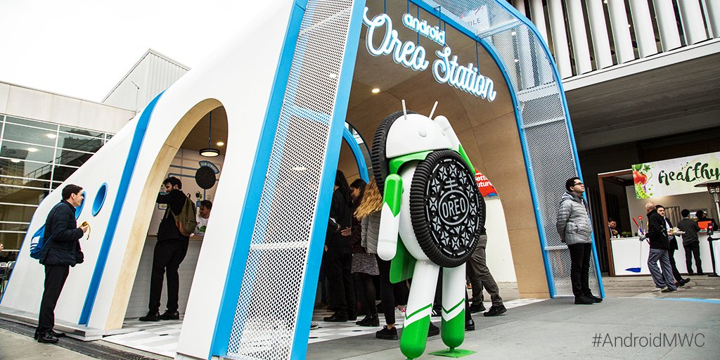 Time for something sweet. The #AndroidOreo station is serving up 🍦 and hot chocolate. #AndroidMWC