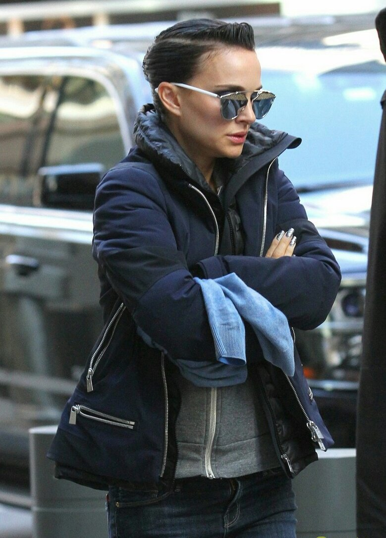 Natalie Portman was seen for the first time on the set of her new film Vox Lux, an movie musical about a rising pop star named Celeste.